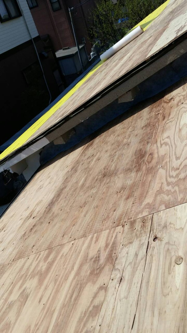 カラーベスト屋根葺き替え施工中1459670963108