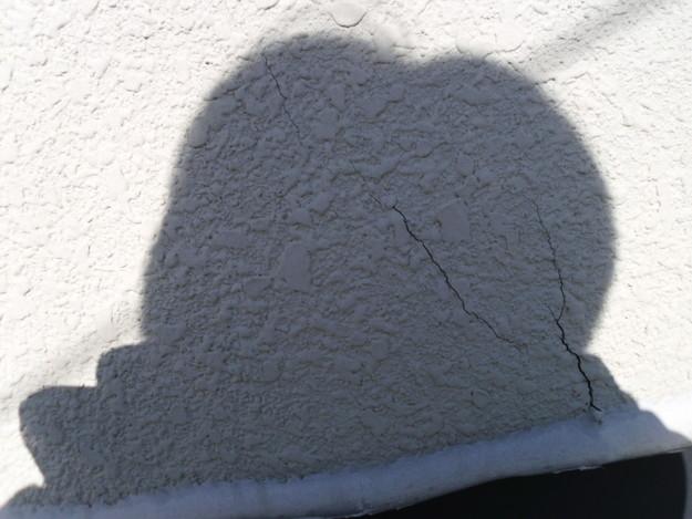 外壁サッシまわりの修理防水シーリングビフォーDSCI1083