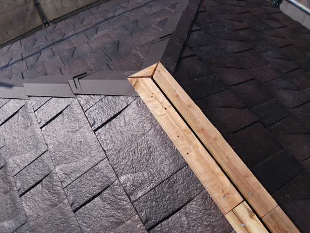 屋根のリフォームハイブリッド瓦敷設工事の様子DSCI1149