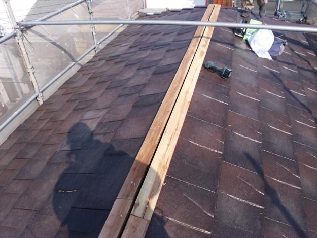 屋根のリフォームハイブリッド瓦敷設工事の様子DSCI1150