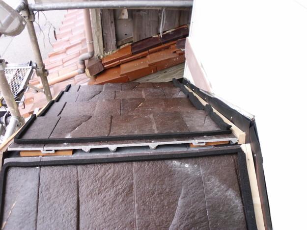 屋根のリフォームハイブリッド瓦敷設工事の様子DSCI1162