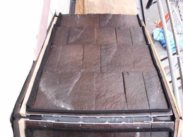 屋根のリフォームハイブリッド瓦敷設工事の様子DSCI1163