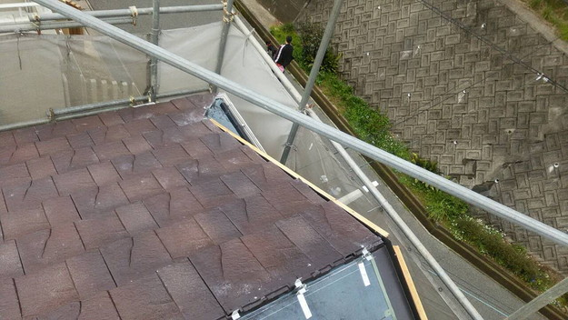 屋根のリフォーム神戸市新設屋根材ハイブリッド瓦設置作業1461820881713