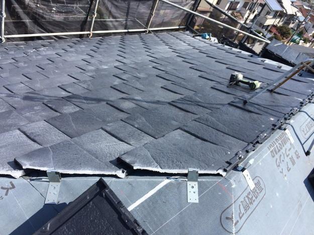 屋根のリフォーム葺き替え工事新設屋根材設置中1459505895015