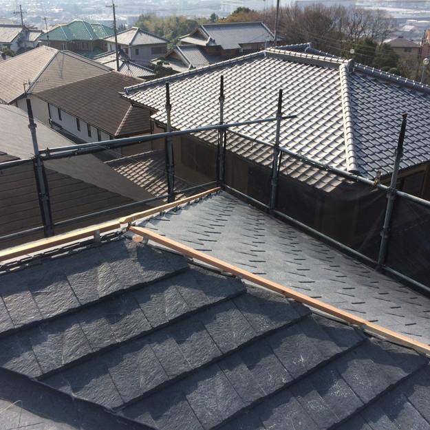 屋根のリフォーム葺き替え工事新設屋根材設置中1459505922678