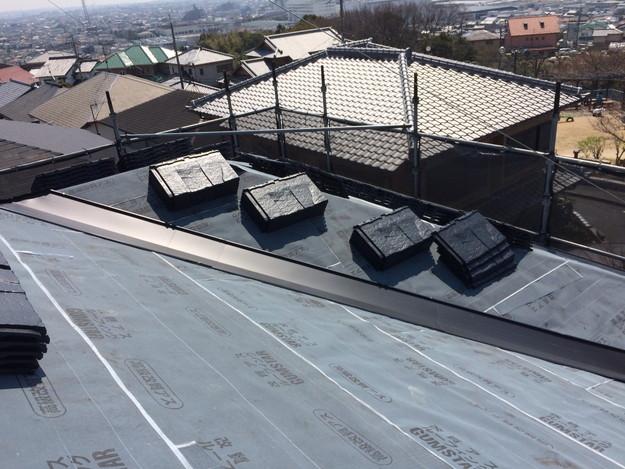 屋根のリフォーム葺き替え工事板金設置中1459505897909