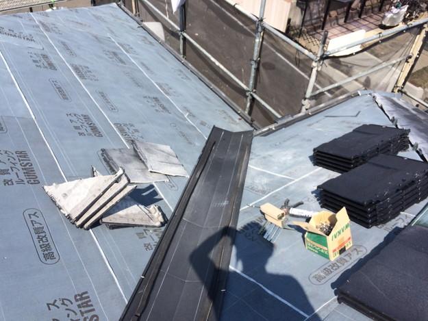 屋根のリフォーム葺き替え工事板金設置中1459505903111