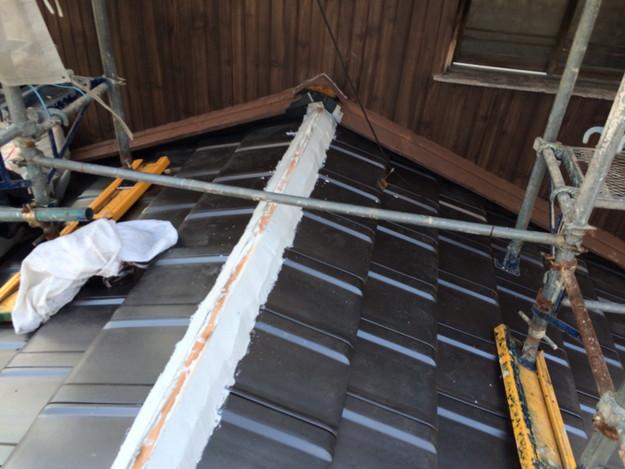 屋根リフォーム新設瓦材敷設作業1458906433171