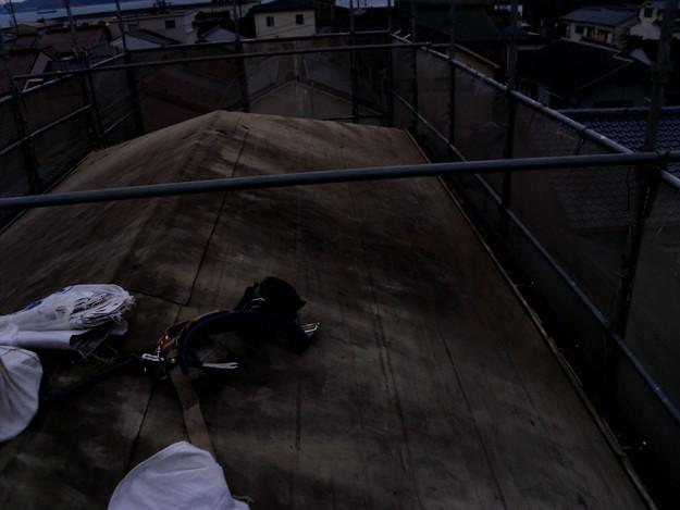 既存屋根材撤去作業DSCI1095