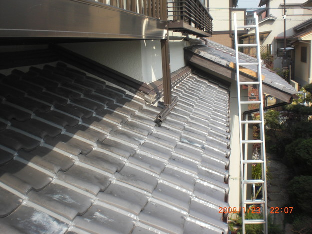 瓦のずれ・めくれ対策ラバーロック工事神戸市施工中CIMG2480