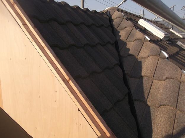 高級高性能洋風金属瓦によるカバー工法屋根リフォーム工事DSCF2799