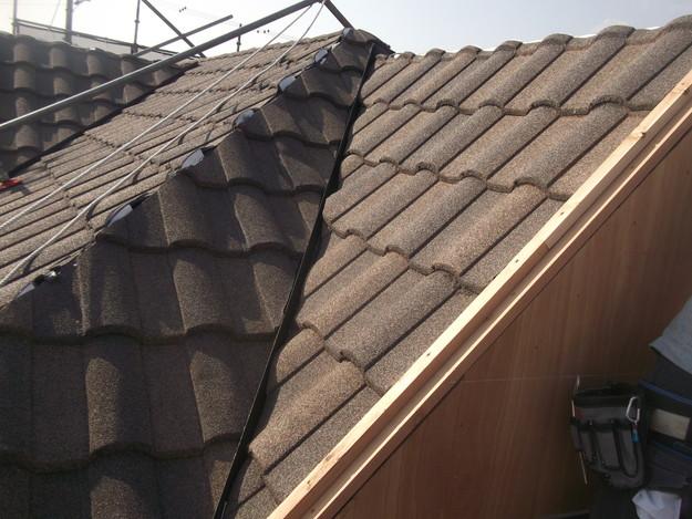 高級高性能洋風金属瓦によるカバー工法屋根リフォーム工事DSCF2816